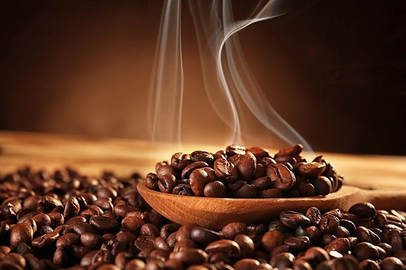 Tắm trắng da toàn thân tại nhà bằng cà phê