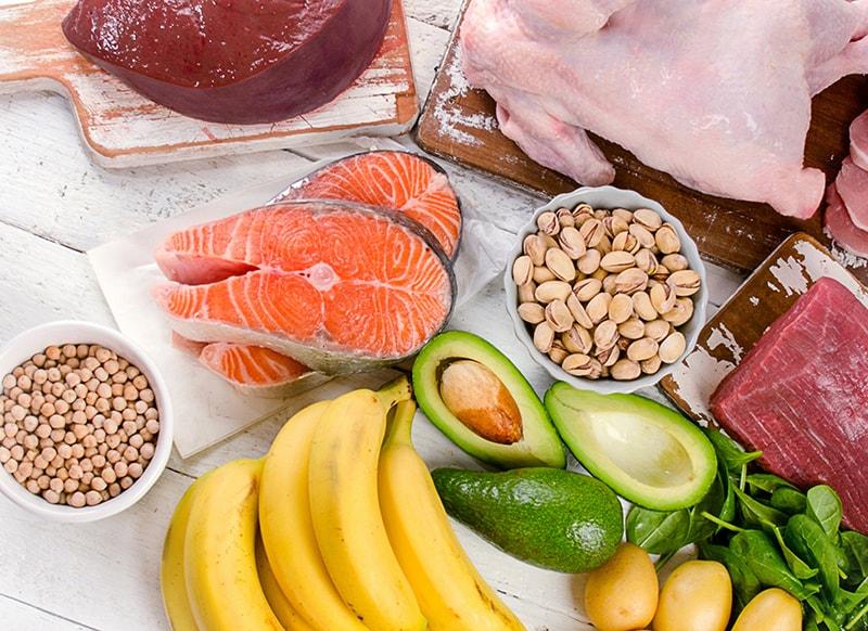Tăng cường các thực phẩm giàu các vitamin A, C, E, omega-3, selen để chống lão hóa da