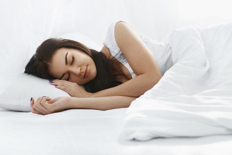Ngủ đủ giấc, hạn chế âu lo và tránh stress để phòng chống nám da