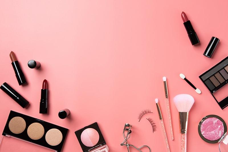 Tránh sử dụng mỹ phẩm không rõ nguồn gốc để ngăn ngừa nám da