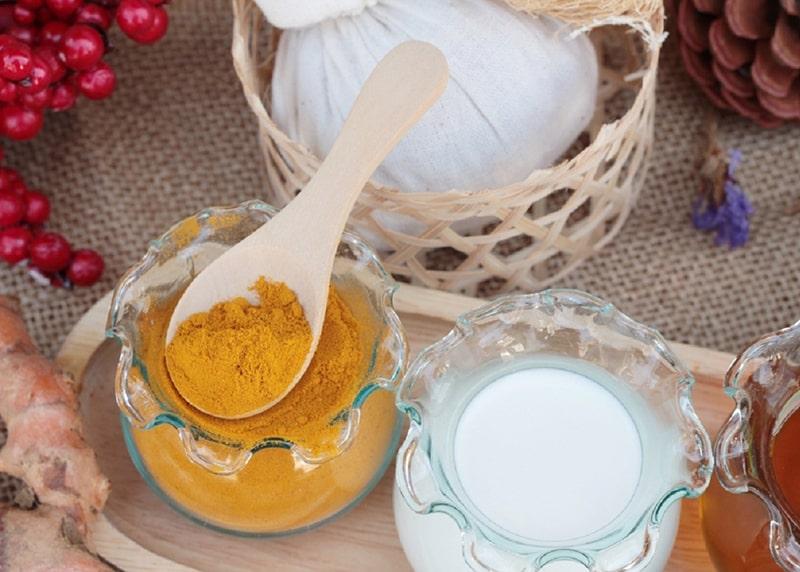 Cách trị nám da sau sinh với tinh bột nghệ và sữa chua