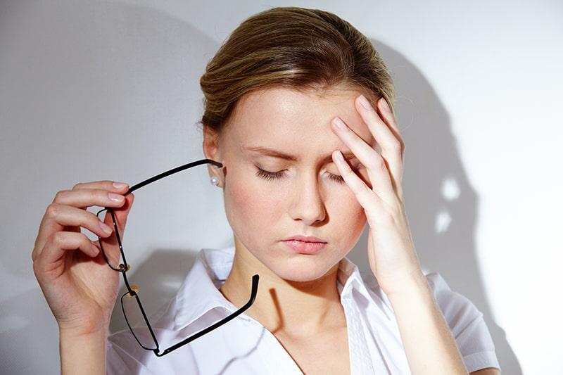 Căng thẳng, stress cũng là 1 trong những nguyên nhân gây ra nám chân sâu