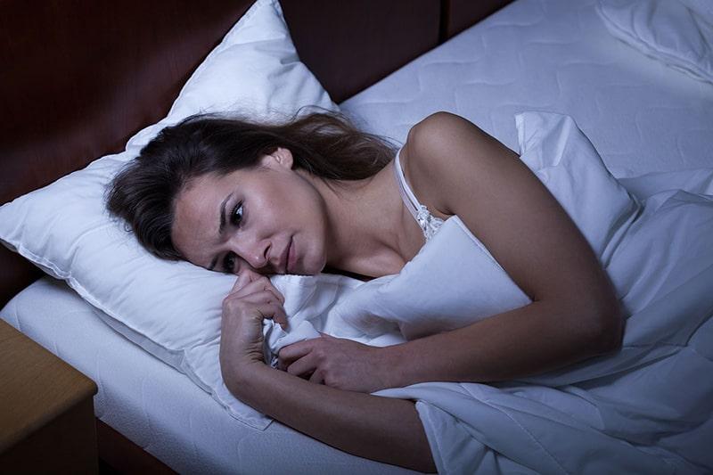 Mất ngủ hoặc thức đêm nhiều cũng là nguyên nhân gây ra nám