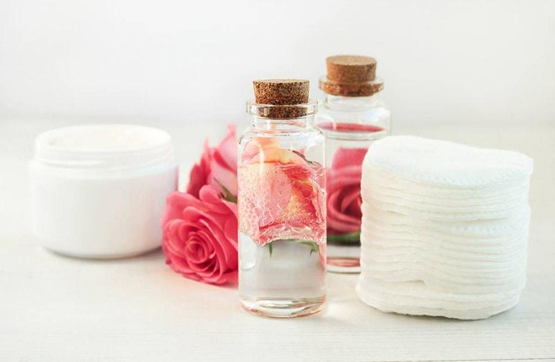 Cách lựa chọn nước hoa hồng phù hợp với làn da dầu