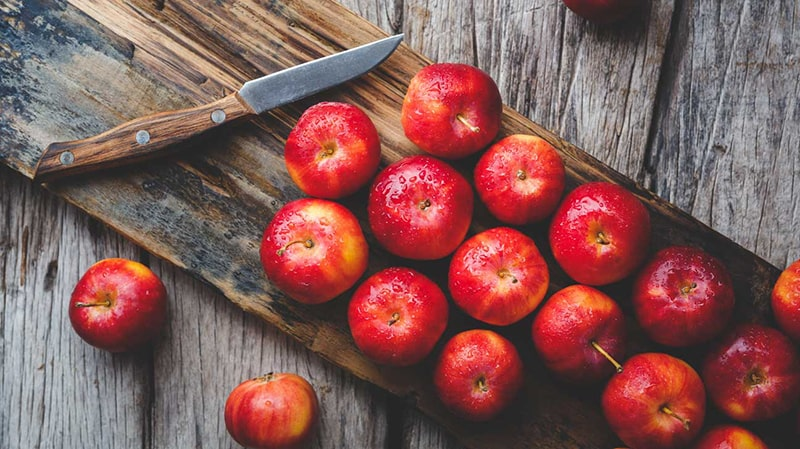 Táo là trái cây có khả năng chống oxy hóa cao, ngăn ngừa sự phá hoại tế bào và mô da