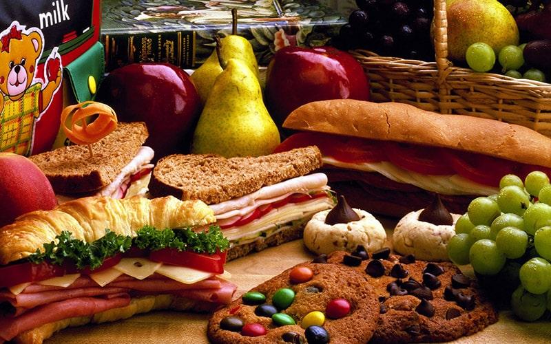 Đồ ngọt, các món ăn nhiều đường sẽ làm đẩy nhanh quá trình lão hóa da