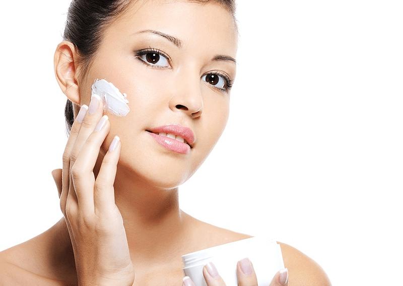 Da khô nên dùng kem dưỡng ẩm