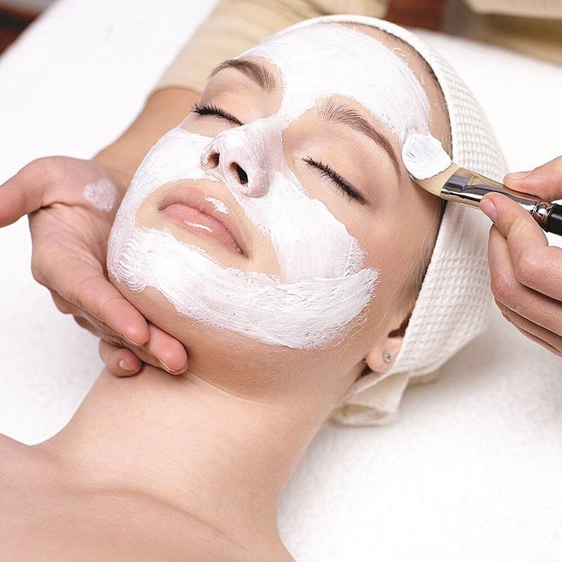 Đắp mặt nạ dưỡng da chuyên sâu để chăm sóc da hỗn hợp