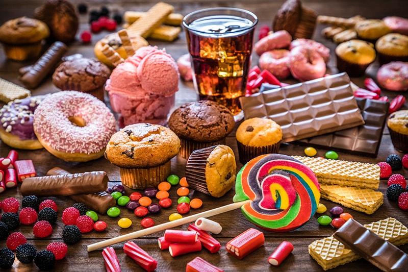 Đường, đồ ngọt là những thực phẩm không tốt cho da dầu