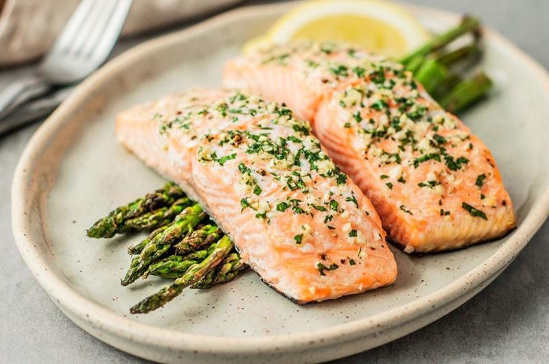 Cá hồi chứa nhiều omega-3 bảo vệ da, ngừa viêm nhiễm gây mụn