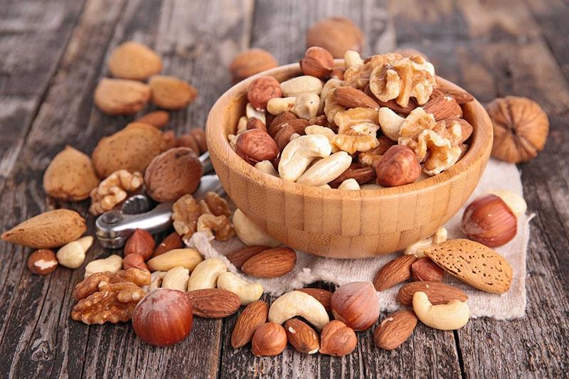 Các loại hạt chứa nhiều chất chống oxy hóa, axit béo là thực phẩm rất tốt cho da khô