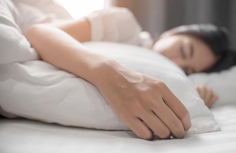 Ngủ đủ giấc là cách chăm sóc da tuổi dậy thì hiệu quả