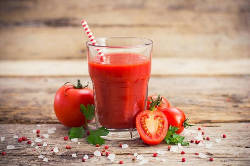Nước cà chua giúp da căng mịn, hồng hào