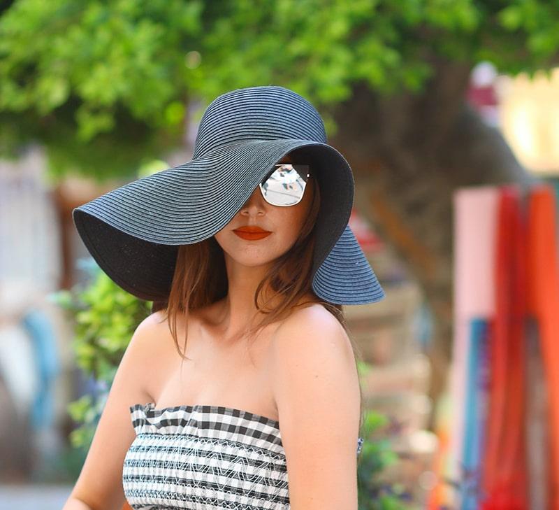 Nên đội nón rộng vành khi đi ra ngoài trời nắng