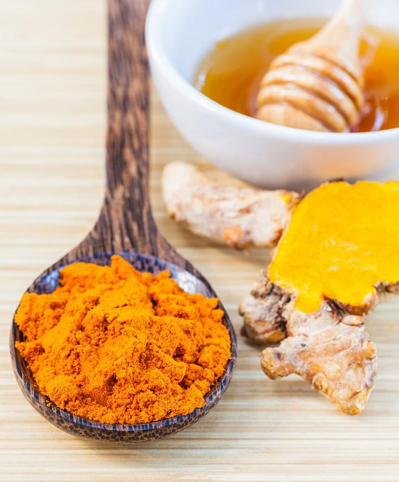 Chăm sóc da bằng mật ong và tinh bột nghệ