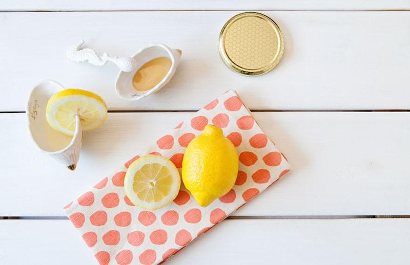 Làm sạch da mặt bằng mật ong và chanh