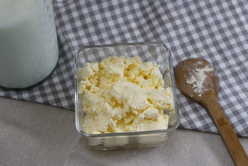 Hỗn hợp sữa tươi và bơ