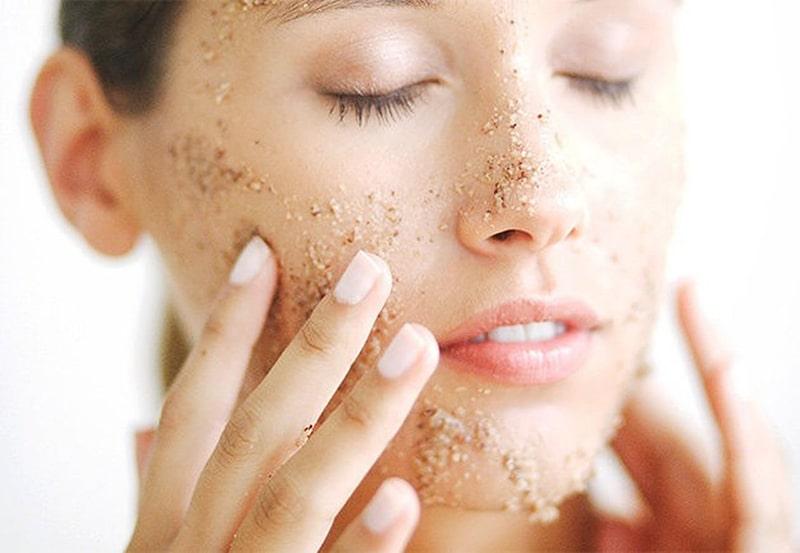 Tẩy da chết hay tẩy tế bào chết là bước quan trọng khi chăm sóc da