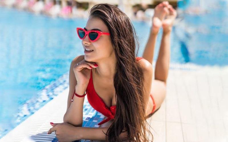 Không phơi khô người để bảo vệ da khi đi bơi