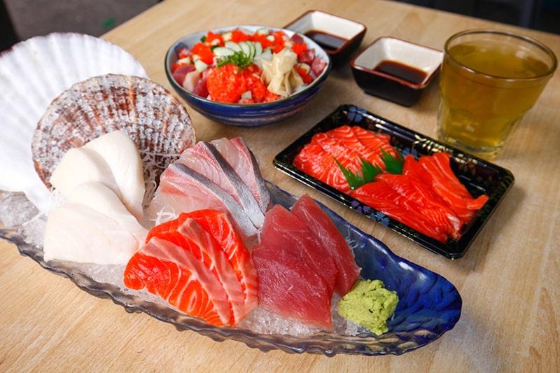 Các loại cá béo như cá hồi, cá thu và cá trích, là những thực phẩm tuyệt vời để có làn da khỏe mạnh