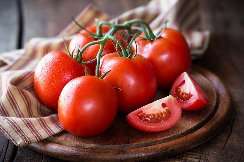 Cách tẩy trắng răng bằng cà chua