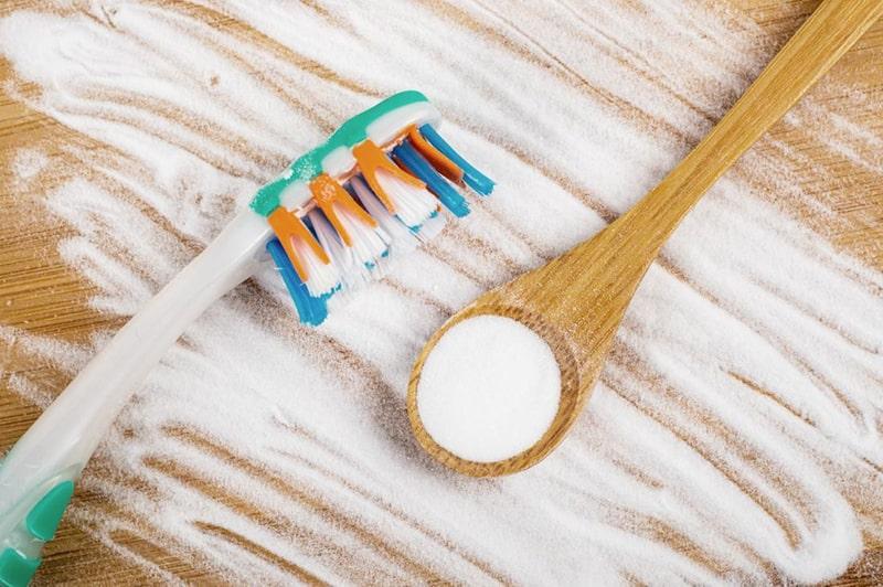 Cách làm trắng răng bằng baking soda và kem đánh răng