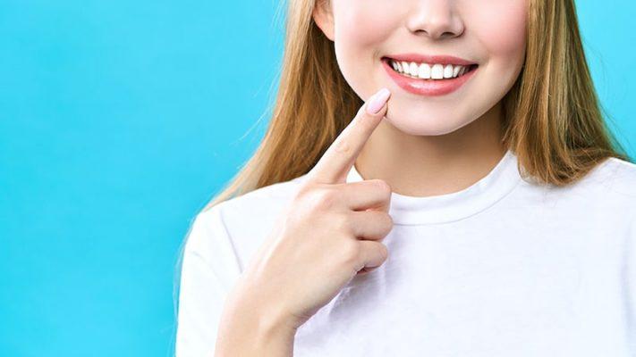 Tẩy trắng răng giữ được bao lâu? Có bị vàng lại không?